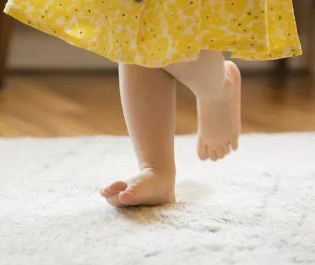 宝宝夏天可以光脚吗?宝宝光脚的好处有哪些?