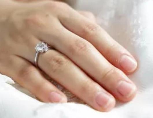 孕妇可以戴珠宝吗?孕妇佩戴珠宝的注意事项是什么?