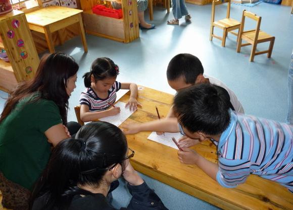 混龄教学是什么?混龄教育的优势与弊端分别有哪些?