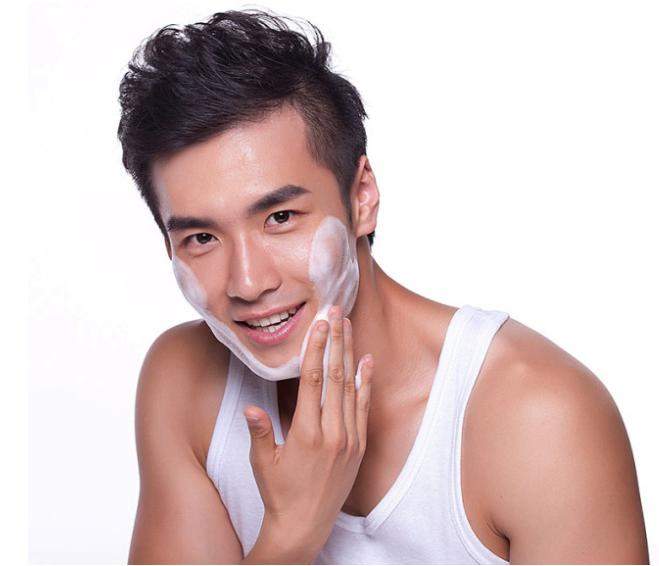 男性如何选择护肤品?男性护肤有哪些注意事项?