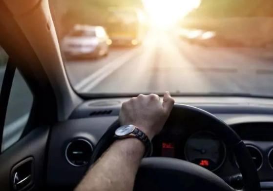 跟车应该学会两秒原则 使用这种技巧能有效避免追尾