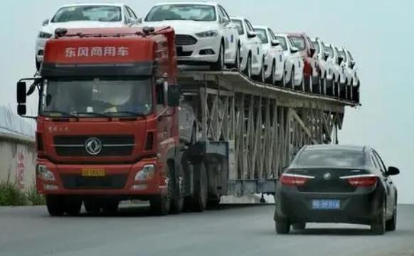 开车路上遇见大货车应该怎么办 五个知识点要记牢