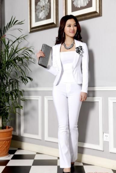 2021秋季职场女性怎样穿搭?白领丽人初秋这样穿搭简约时尚又大方