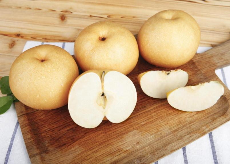 爱吃梨的朋友请注意:秋天吃梨正当时,但三类人要少吃