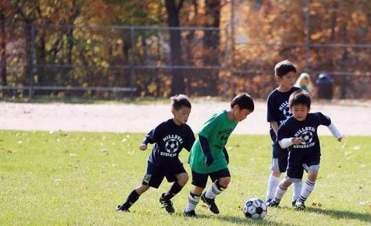 秋季经常运动对男孩子有哪些好处?秋季男孩子在运动时有哪些注意事项?
