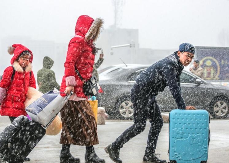陕西多地下雪居民提前穿棉衣,秋冬季节防寒养生注意头脚保暖