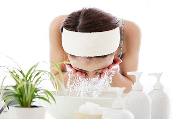 秋冬季节应该如何洗脸才洗得干净? 最新秋冬洁面小技巧你知道吗?