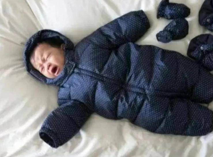 宝宝手脚冰凉就是冷了吗?如何正确判断宝宝是不是冷了呢?
