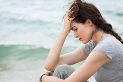 女性容易抑郁的原因以及有哪些症状?