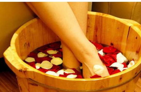 秋冬泡脚有啥好处?专家直言:不同人群,适用不同泡脚法?