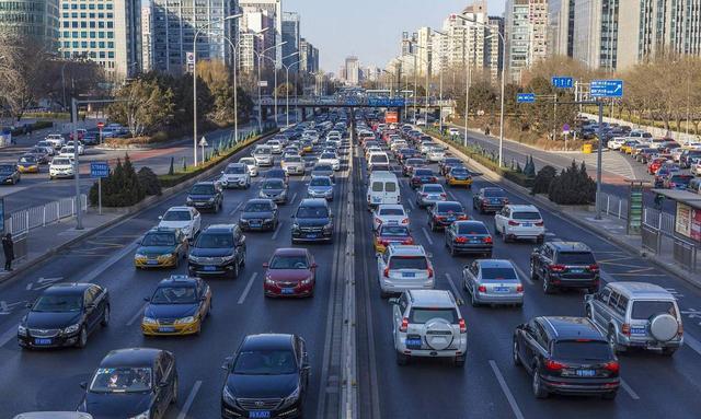 你是否发现现在很少有人去买车了?简析为什么人们都不想再买车了?