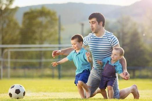 孩子大脑发育黄金期父母应该做什么 孩子大脑发育黄金期父母应该多与孩子互动