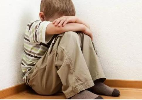 一定要让孩子学会管理情绪 爸爸妈妈可以教孩子如何管理情绪
