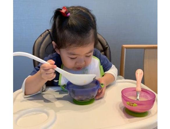 想训练宝宝自主进食? 什么时候训练宝宝自主进食最好