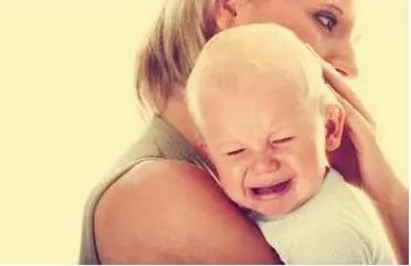 育儿 如何防止宝宝晚上哭闹?如何安慰爱哭的宝宝?