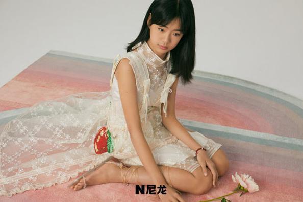 佟大为女儿写真神似王祖贤,一家五口十分温馨