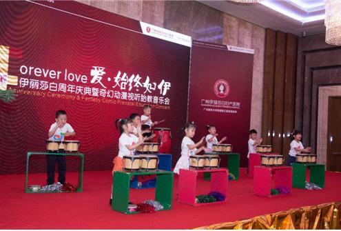 广州伊丽莎白妇产医院举办怀旧动漫主题胎教音乐会,现场人头涌动