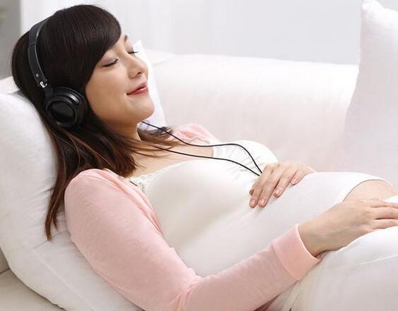 给宝宝进行音乐胎教不能让宝宝更聪明吗?进行胎教时宝妈应注意什么?