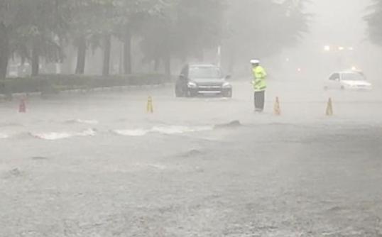 湖北随县柳林镇遭遇极端强降雨 已致21人遇难