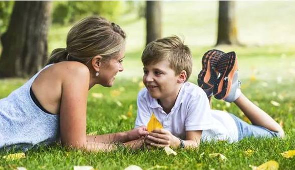 影响亲子沟通的因素有哪些?与孩子正确沟通的原则是什么?
