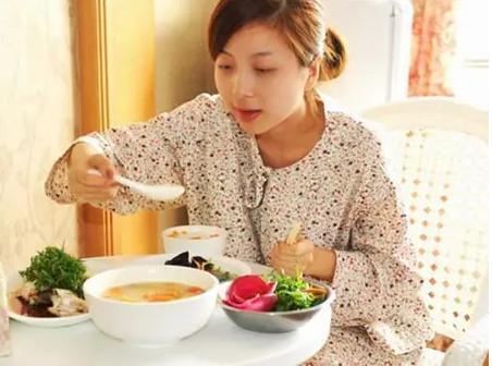 孕妇产后一个月一日三餐应该怎么吃?2021最新孕妇产后食谱推荐