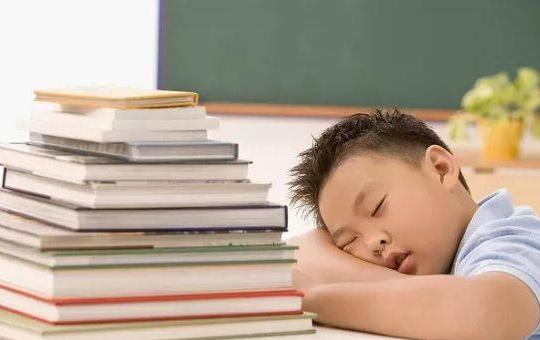 如何解决中小学生睡眠问题?最新中小学生睡眠问题及解决对策