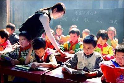 """少数民族区域""""双师型""""教师队伍建设如何开展?""""双师型""""教师队伍建设有何优势?"""