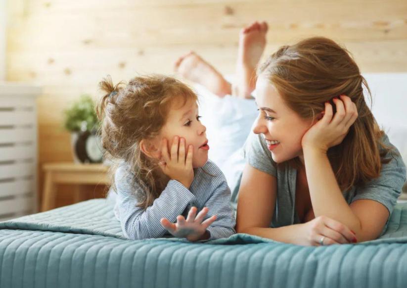 父母应该和孩子谈疫情吗?父母和孩子谈疫情会有什么好处?