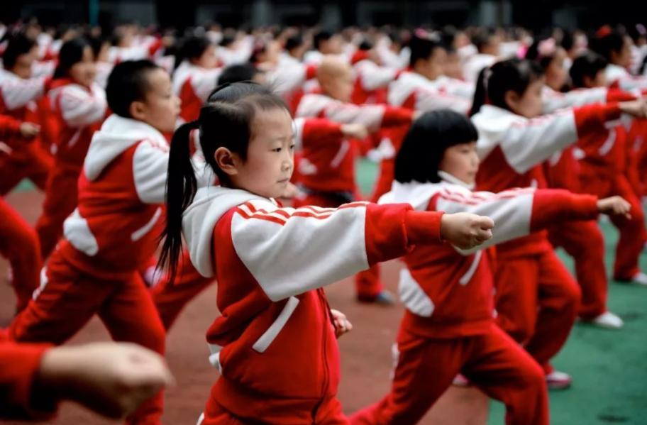 学校体育教育会成为新的学业负担吗?家长担心体育教育成为新的学业负担