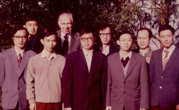 留学生克服困难回到祖国 归国学子推动新中国文化教育事业发展