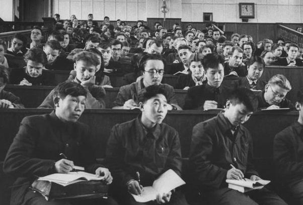 留苏学子对社会主义建设的贡献巨大在不同领域都发挥了领导和骨干作用
