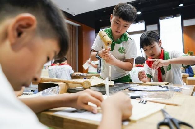 深圳市将启动小学生暑期托管服务 以基本看护为主学生家长自愿参加
