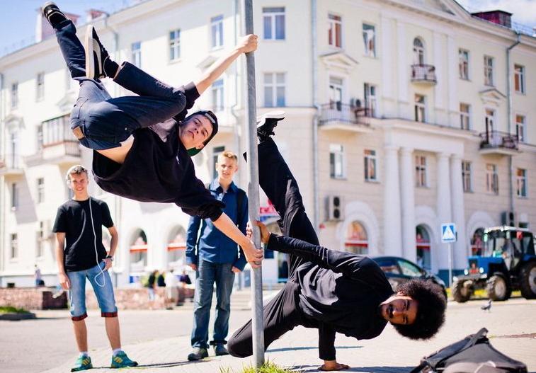 【艺术生高考】男生学什么舞蹈比较好考大学?2021年最适合男生的舞蹈推荐