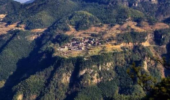 千年历史小镇,客流量超过1万人次,却留不住游客住宿