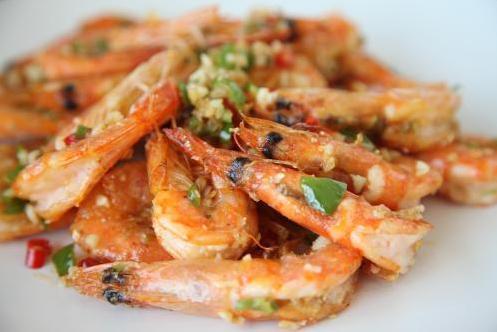 椒盐河虾这样做,酥脆鲜香色泽好
