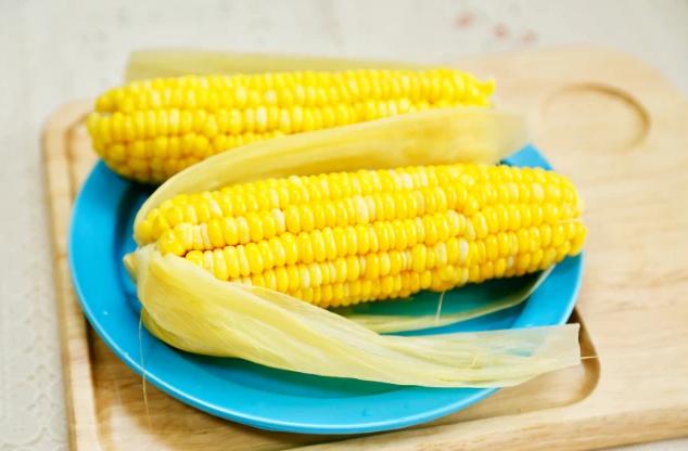 煮玉米时牢记这4点,软糯香甜又营养