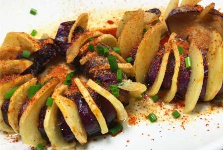 土豆茄子的新吃法,香脆可口,一大盘都不过瘾