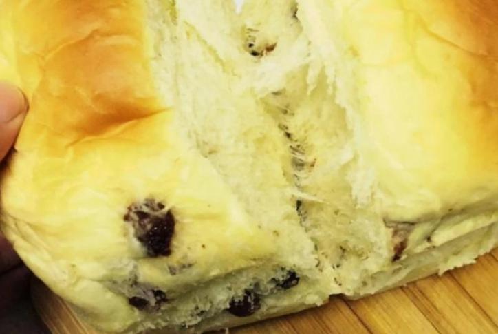 家常吐司面包,加入少许葡萄干,好吃又营养
