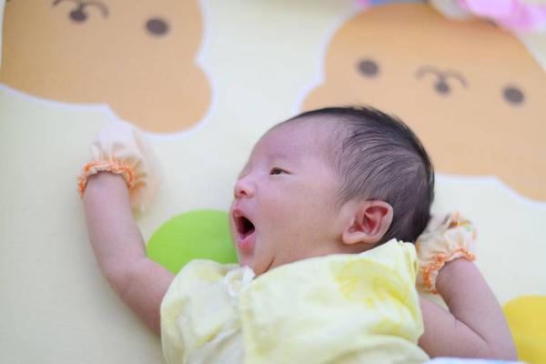 新生儿拉肚子症状,这几个症状可辨别新生宝宝腹泻!