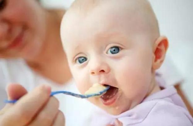 宝宝添加辅食很重要?这个黄金时期家长要了解!