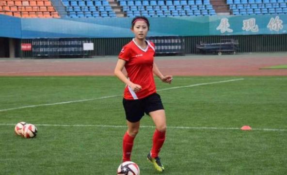 还记得广东女足的小美女熊熙吗?她成为上海申花队员了!
